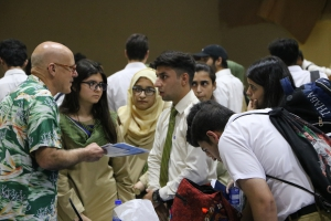 U.S. university representative speaks with prospective undergraduate students about admissions in the United States.
