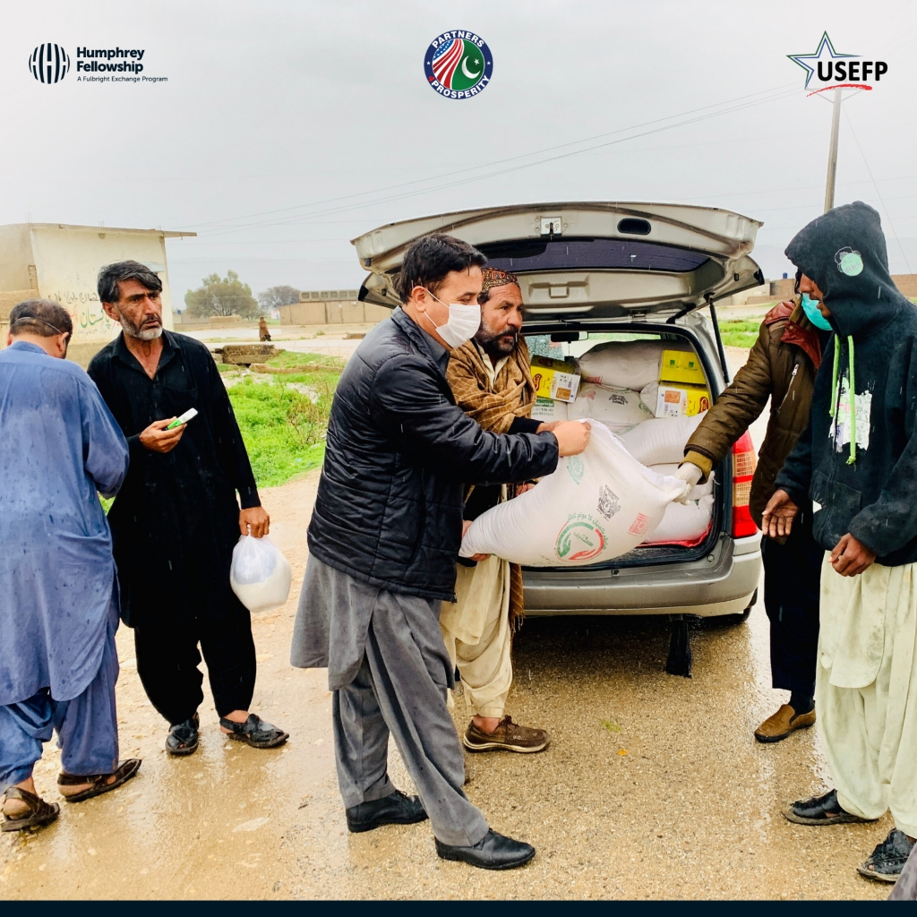 Humphrey Fellow Rahim Khetran helped affected families in the Barkhan and Kohlu districts of Balochistan